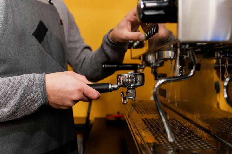 A barista kellékek ismerete a szakma fontos része