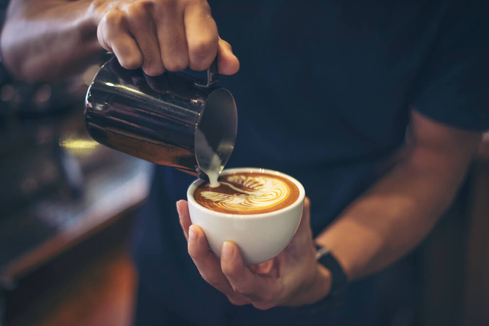 A latte art tanfolyam 5 alkalomból áll, mindegyik alkalom 100 % gyakorlat! Az elméletet már tudod.