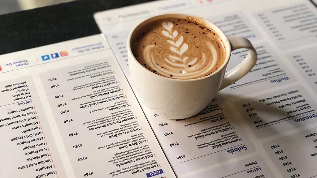 SZAKMAI NYELVTANFOLYAM Szakmai nyelvtanfolyam baristáknak! A nyelvtanfolyam a kávézók világával illetve a kávékészítéshez szükséges szakmai nyelvet ismerteti meg a jelentkezővel, amivel a külföldi munkavállalás elérhetővé válik.